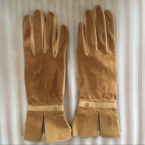Vintage Fendi camel leather gloves